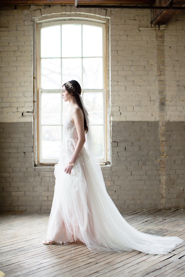 ISABELLE | Soft Wedding Veil - Noon on the Moon