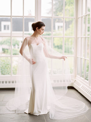 VALENCIA | Wide Bridal Cape