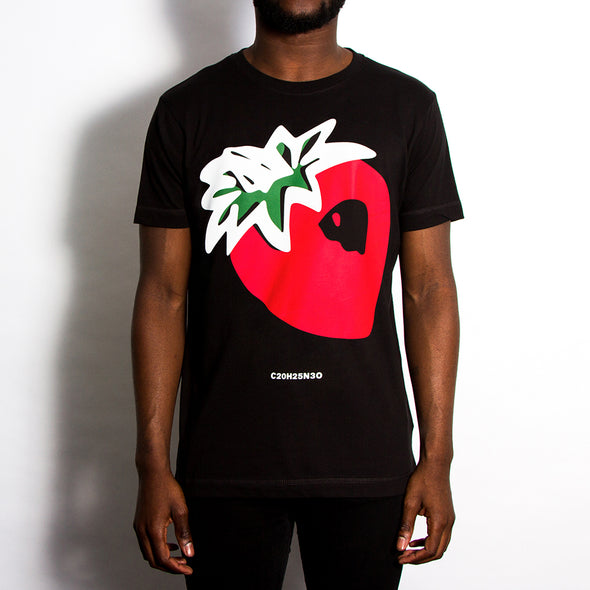 Strawberry Front Print - Tshirt - Black