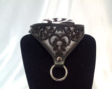 Load image into Gallery viewer, Metallic Leather Heart Collar
