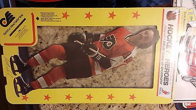1975 CARTON CRAFT CORP PHILADELPHIA FLYERS RICK MACLEISH AD STAND CARD LARGE