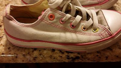 CONVERSE ALL STAR KIDS SIZE 1 LOW TOP CHUCK TAYLORS LIGHT GRAY