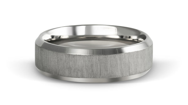 Wedding ring with bevel