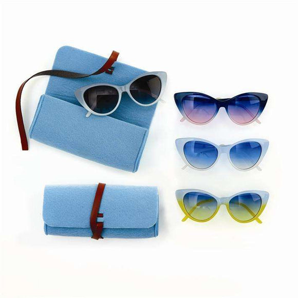 Sunglasses with Matching Case in 4 Colors by 2 Chic