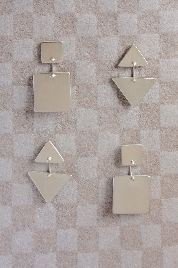 BRUSHED TRIANGLE KAI EARRINGS