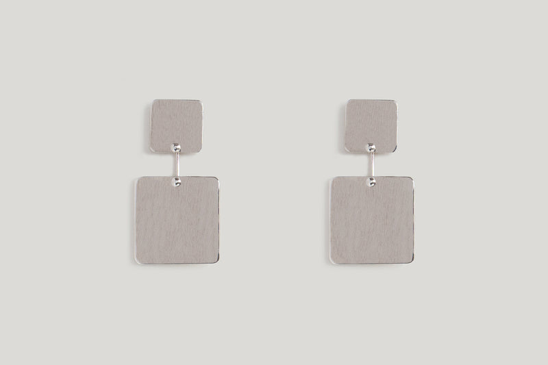 BRUSHED SQUARE KAI EARRINGS