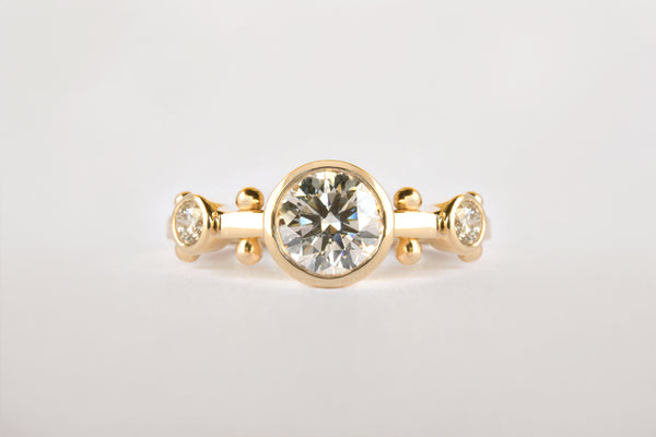 WHITE DIAMOND CROWN KAORI TRINITY RING