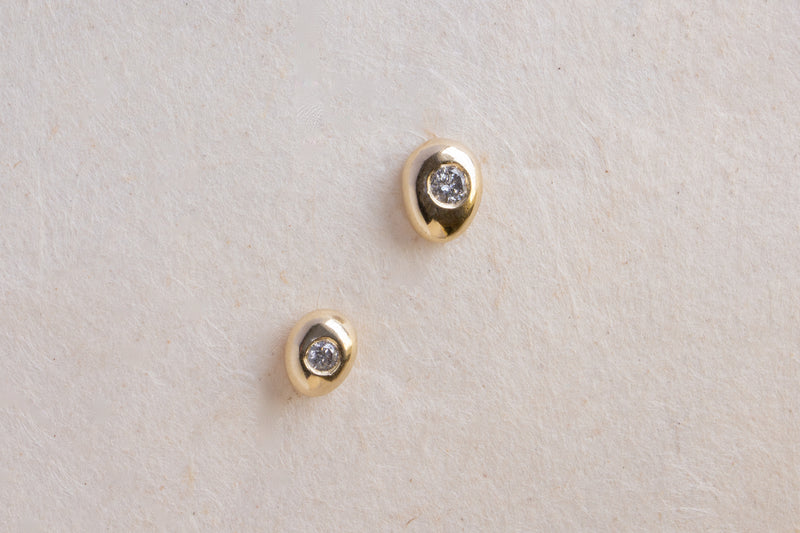 GREY DIAMOND CLASSIC PEBBLE STUDS