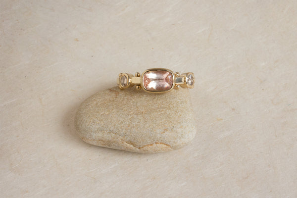 SUNSTONE & DIAMOND CUSHION KAORI RING, 14k Yellow, sz 6