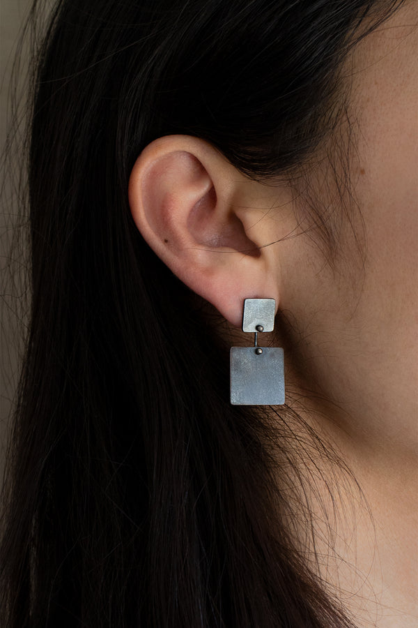 OXIDIZED SQUARE KAI EARRINGS