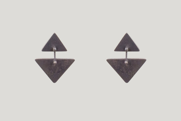 OXIDIZED TRIANGLE KAI EARRINGS