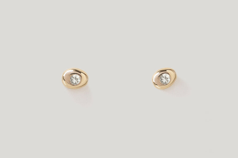 WHITE DIAMOND CLASSIC PEBBLE STUDS | 14k Yellow Gold