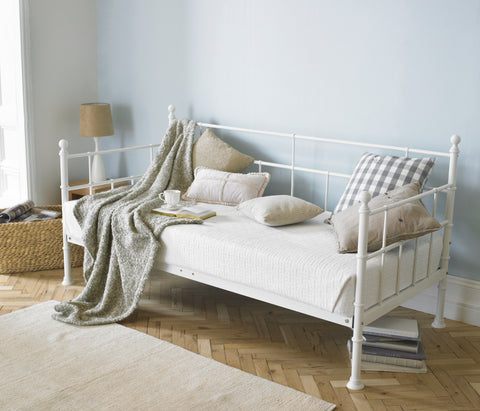The ARIAANA day bed
