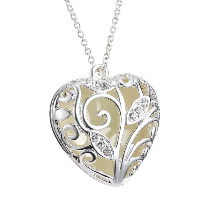 glow in the dark heart necklace � madison audrey