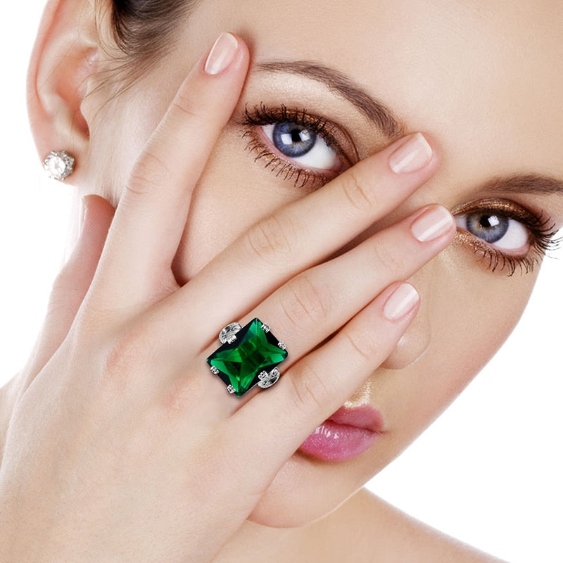 Vintage 6 Claws Emerald May Birthstone Ring
