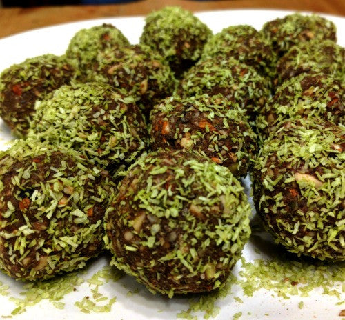 These protein balls are super tasty and healthy with matcha coconut and raw cacao to create a nice combination of flavors