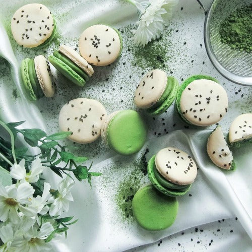 Beautiful white & green macarons italian styled recipe
