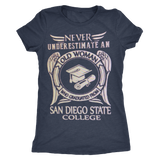 Never underestimate an old woman who graduated from San Diego State College T-shirt - Vietees Shop Online