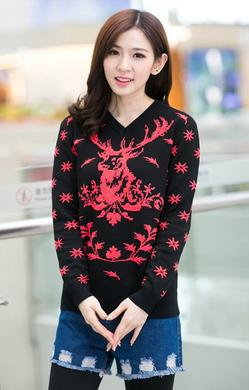a9a68c4332 New Design For Christmas Sweaters Snowflakes And Fawn Printing V-Neck Couple  Sweater