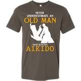 NEVER UNDERESTIMATE AN OLD MAN WHO KNOWS AIKIDO T-SHIRT - Vietees Shop Online