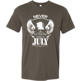 Never Underestimate An Old Man Born In July - Vietees Shop Online