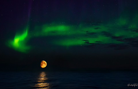 Aurora Moonrise