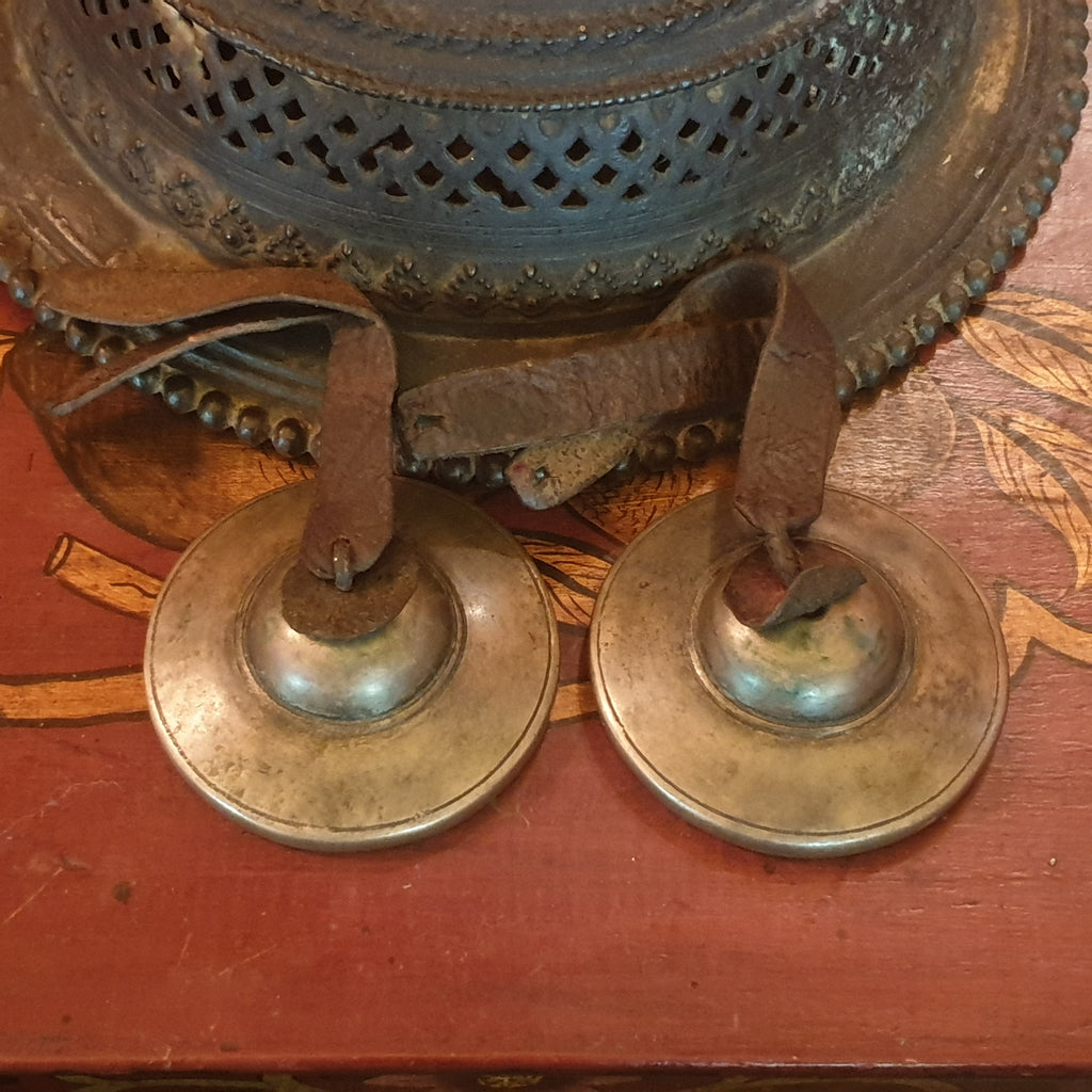 Antique tibetan tingshaw