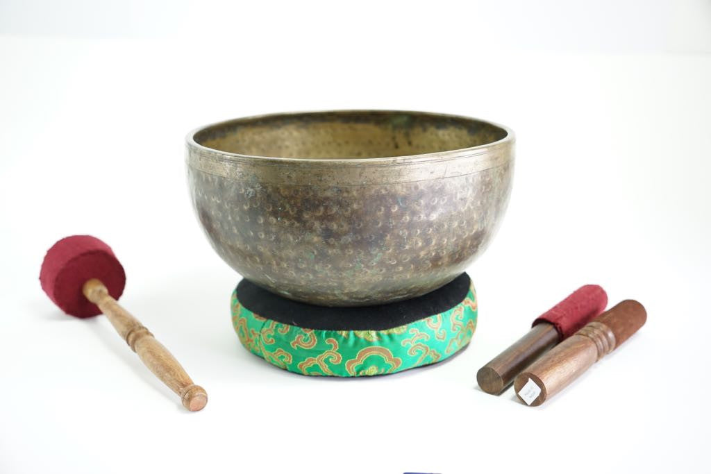 Pure sound and Harmonically Balance himalayan antique singing Bowl JM-01