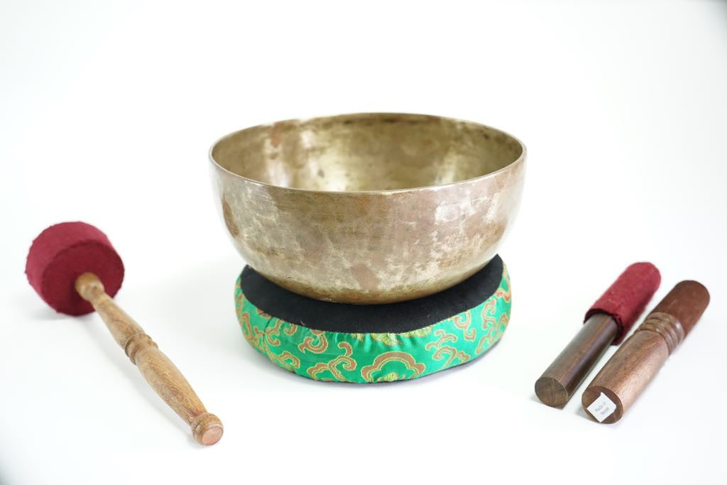 Pure sound and Harmonically Balance himalayan antique singing Bowl JM-02