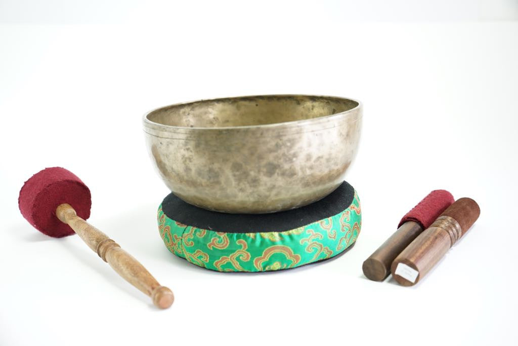 Pure sound and Harmonically Balance himalayan antique singing Bowl JM-06