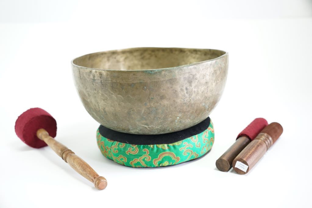 Pure sound and Harmonically Balance himalayan antique singing Bowl JM-07