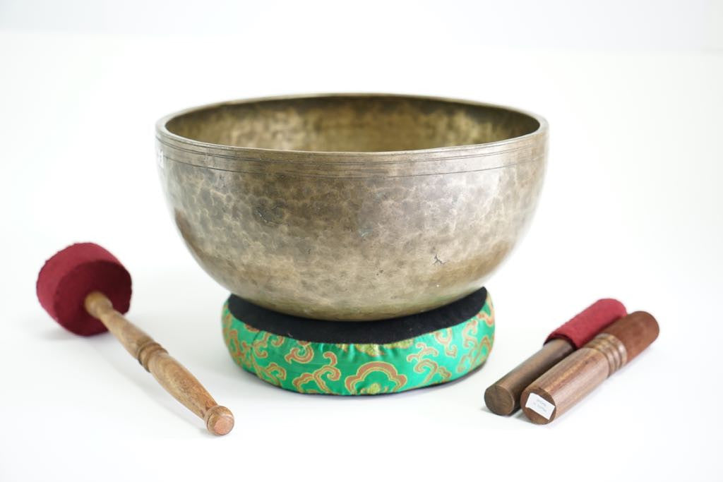 Pure sound and Harmonically Balance himalayan antique singing Bowl JM-11