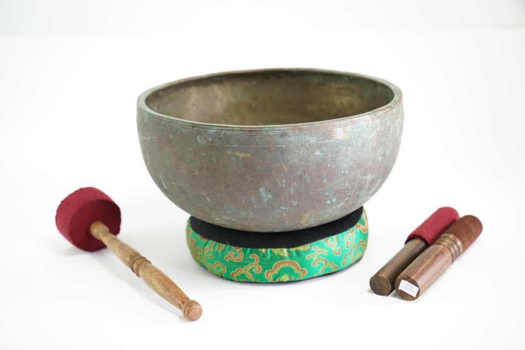 Pure sound and Harmonically Balance himalayan antique singing Bowl JM-13