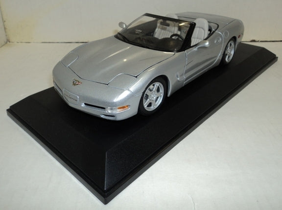 Chevrolet Corvette Convertible 1998 Maisto 1/18