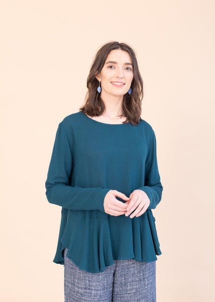 Midnight – Top with ruffles in Teal green