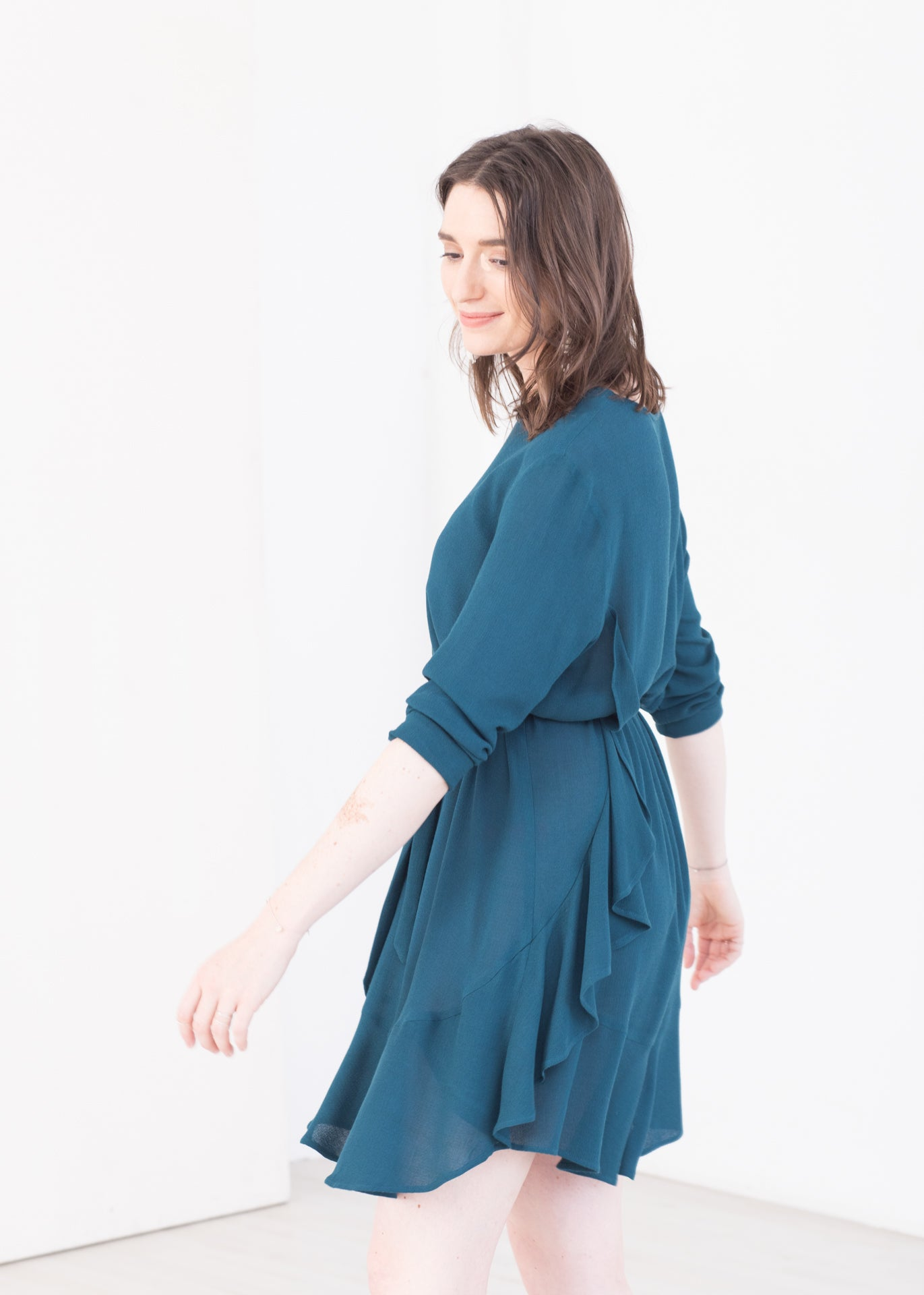 Midnight – Dress with ruffles in Teal green