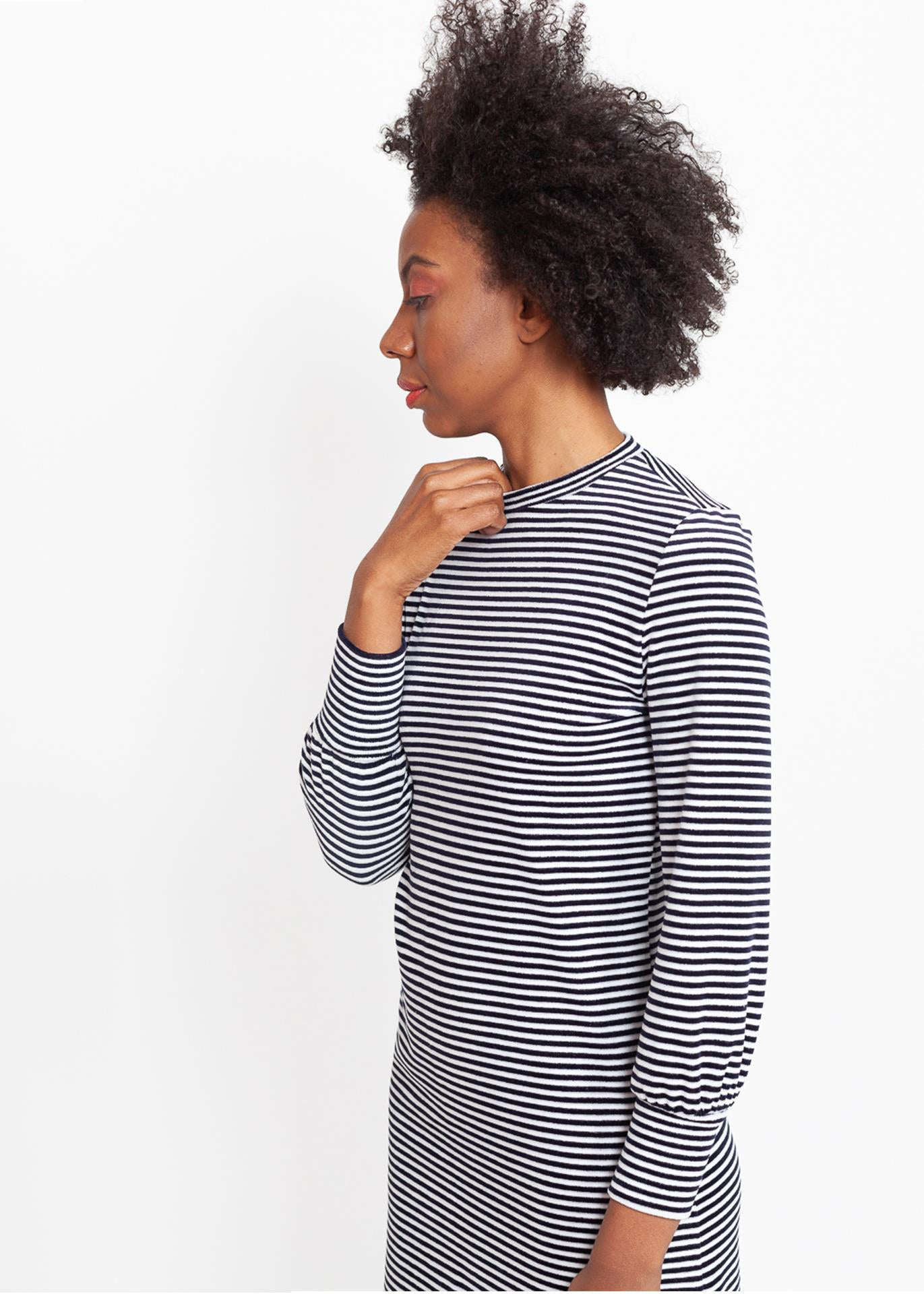 Tana – Sweater Dress in Striped Velour