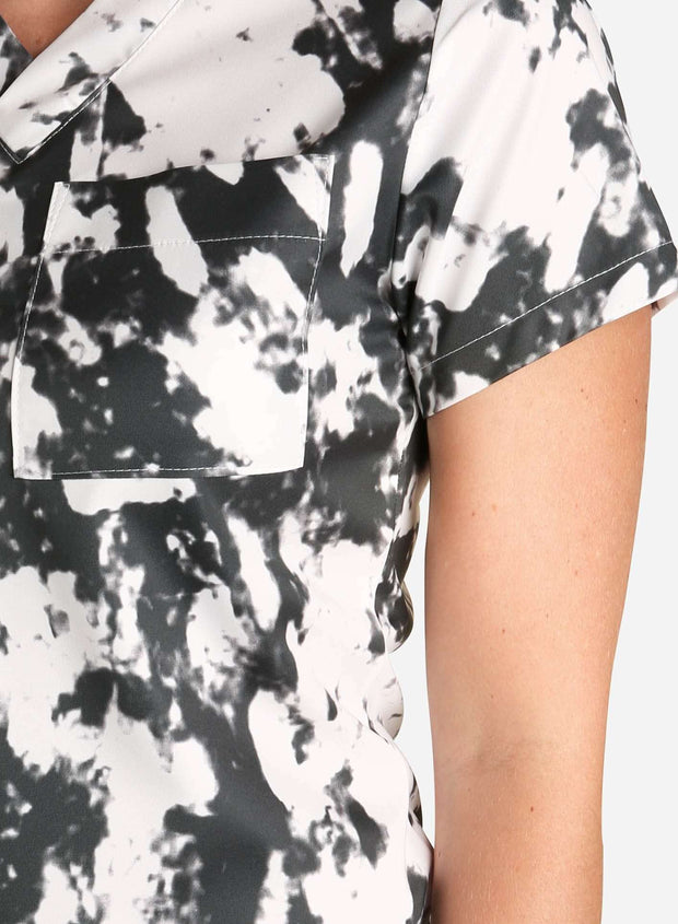 womens stretch scrub top in athletic abstract print black and white color detail