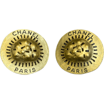 BLK ENGRAVED ROUND CLIP EARRING GOLD - VINTAGE CHANEL