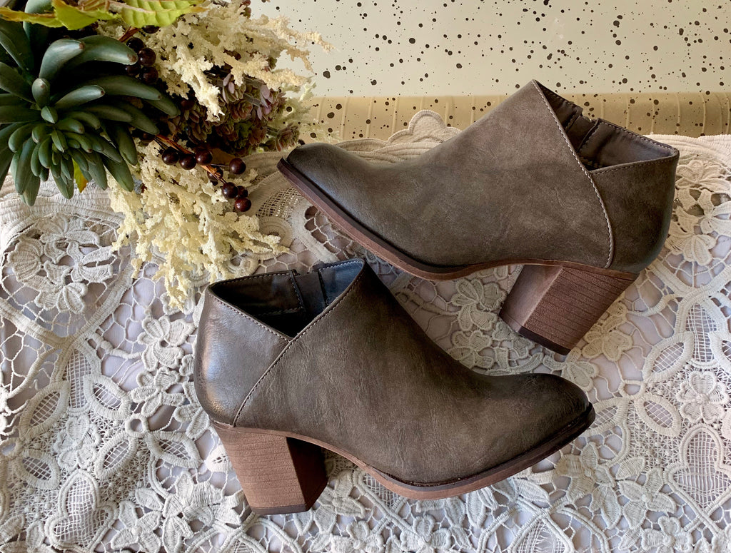 EVERLIE BOOTIES