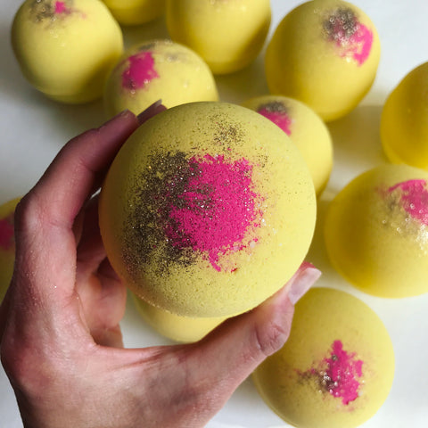 Neon Lights bath bomb