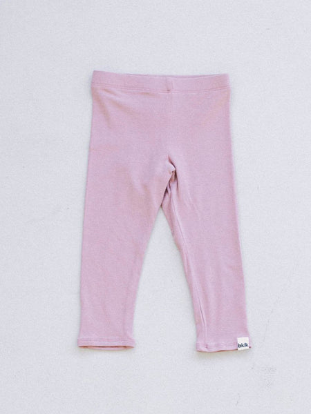 pink, gender neutral colors, fitted body t-shirt and pants, soft jersey fabric. Sizes, baby, toddler, big kid, 6 mo 12 mo 1 yr 2 yr 3yr 4yr 5yr 6yr 7yr 8yr old. Ethically + sustainably made in  California, USA. long in back, Leggings w/ 1
