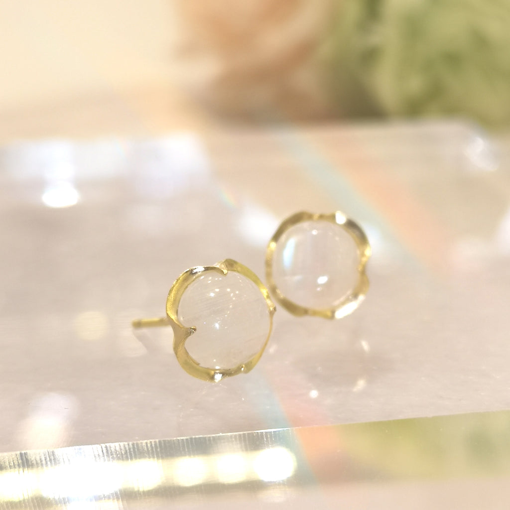 Le Emmalyn signature rainbow moostone stud in gold plated