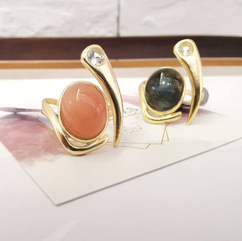 Le Emmalyn peach moonstone ring in 18K gold