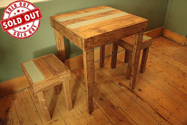Rustic Bistro Table With 2 Stools Made With Pallet Wood - Arte Povera - 1
