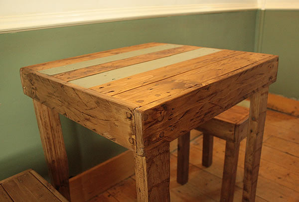 Rustic Bistro Table With 2 Stools Made With Pallet Wood - Arte Povera - 3