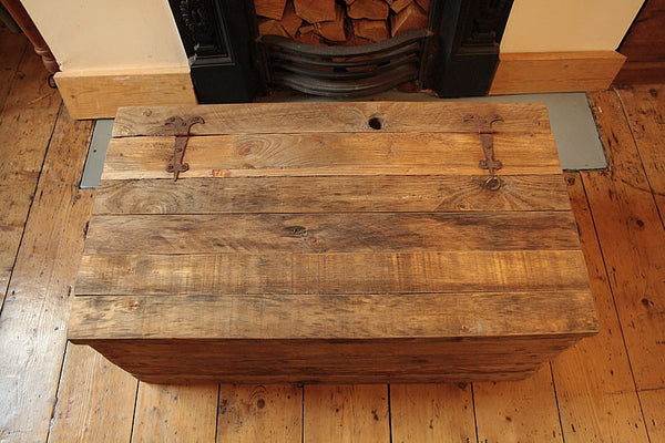 Rustic Chunky Trunk Chest Coffee Table Made With Pallet Wood - Arte Povera - 3
