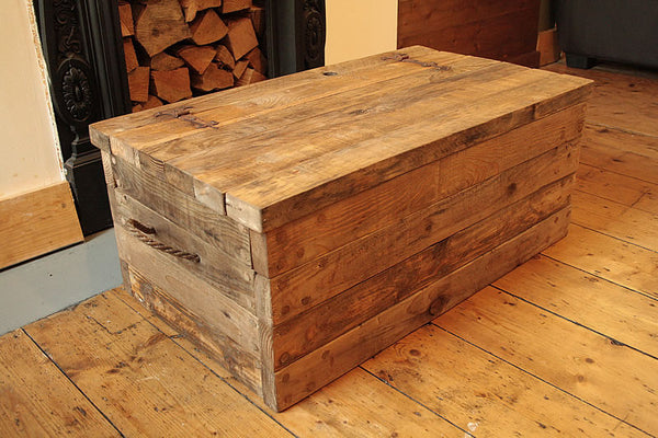 Rustic Chunky Trunk Chest Coffee Table Made With Pallet Wood - Arte Povera - 4