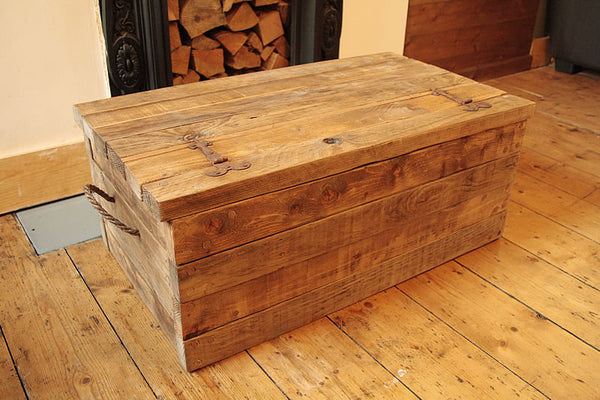 Rustic Chunky Trunk Chest Coffee Table Made With Pallet Wood - Arte Povera - 5