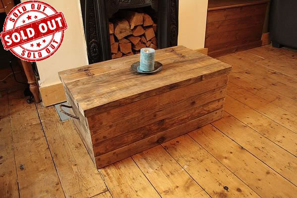 Rustic Chunky Trunk Chest Coffee Table Made With Pallet Wood - Arte Povera - 1